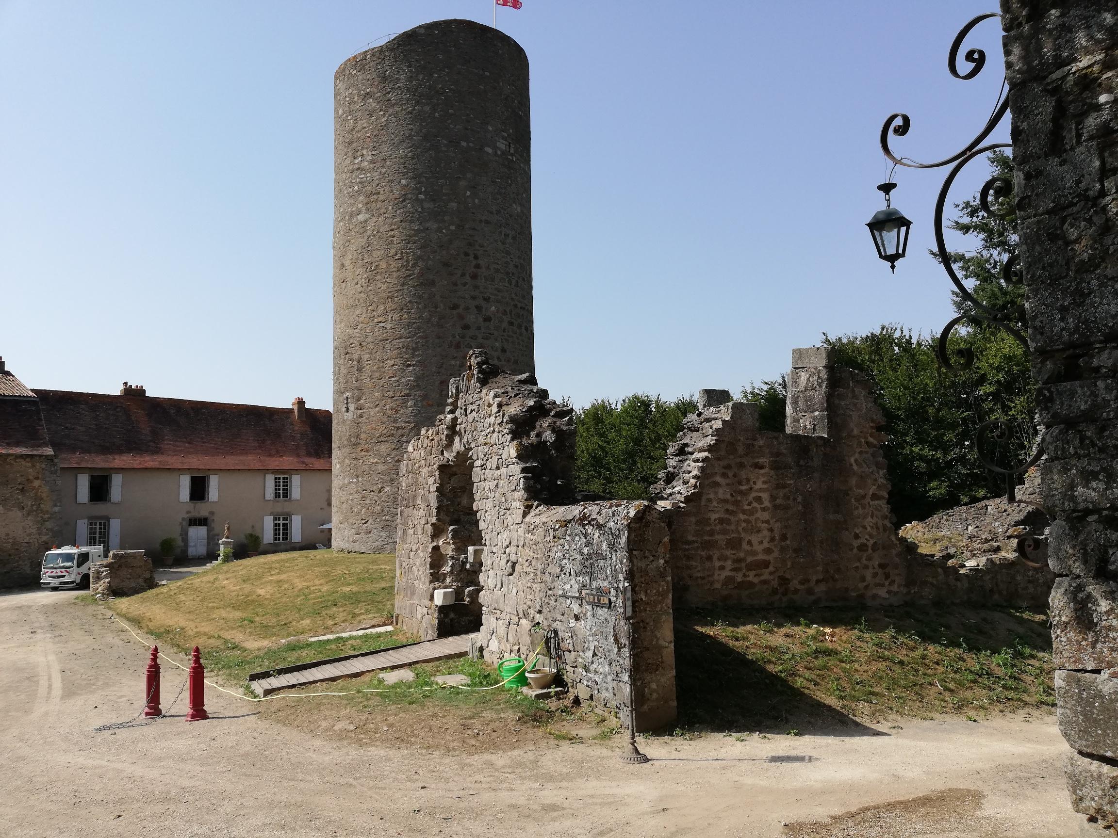 31. Au Château Châlus Chabrol