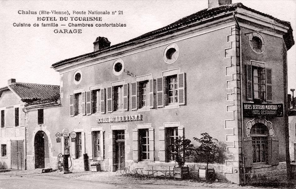 Hôtel du Tourisme, Route Nationale n° 21. Pompe à Essence Esso. Pub Mapataud