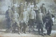 Photo de groupe de soldats locaux