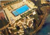 Vue aerienne de la piscine et mini golf 2